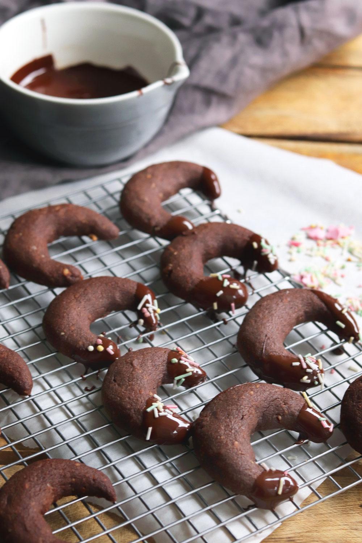 Rezept Weihnachtsplätzchen mit Schokolade Schokokipferl Rezept einfache Plätzchen