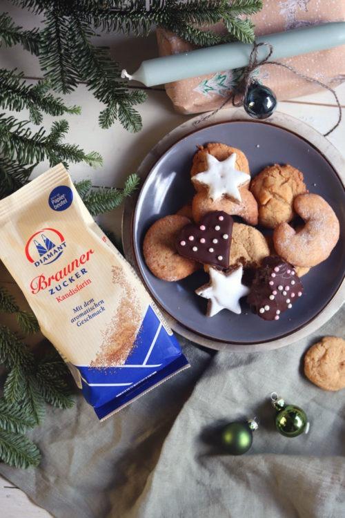 Werbung Geschenke aus der Küche. Gefüllte Lebkuchen mit Marmelade und Marzipan. Lebkuchenherzen selber machen. Rezept für Lebkuchen für Weihnachten. Schokoladenlebkuchen und Zuckerperlen selber machen. Plätzchenrezept. Mit braunem Zucker von Diamant