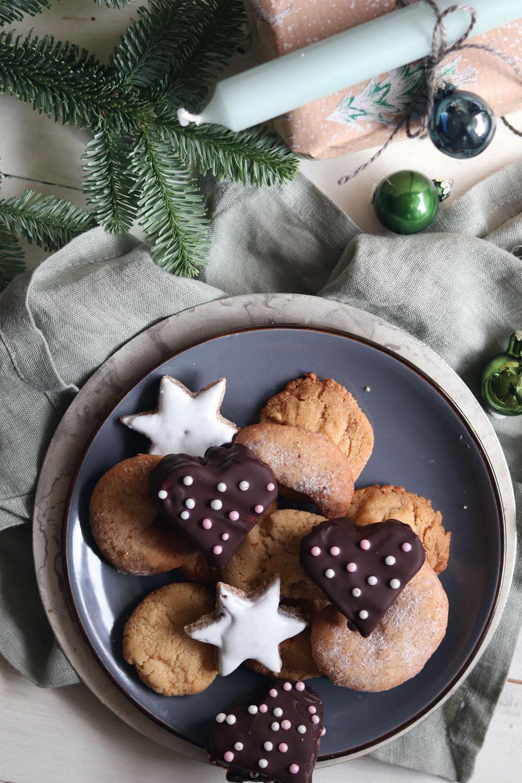Werbung Geschenke aus der Küche. Gefüllte Lebkuchen mit Marmelade und Marzipan. Lebkuchenherzen selber machen. Rezept für Lebkuchen für Weihnachten. Schokoladenlebkuchen und Zuckerperlen selber machen. Plätzchenrezept jetzt nachmachen.