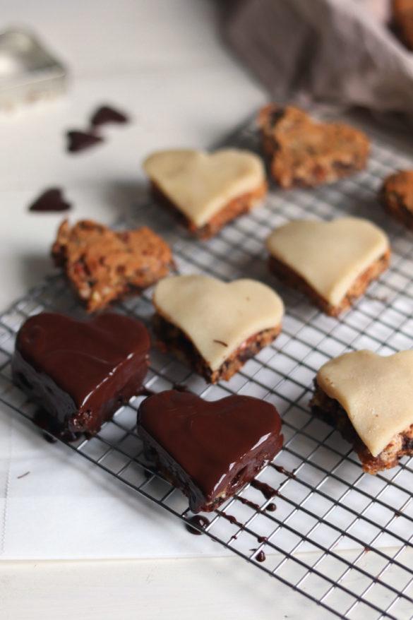 Werbung Gefüllte Lebkuchen mit Marmelade und Marzipan. Lebkuchenherzen selber machen. Rezept für Lebkuchen für Weihnachten. Schokoladenlebkuchen selber machen.