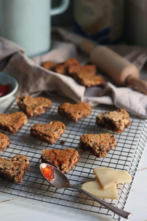 Werbung Gefüllte Lebkuchen mit Marmelade und Marzipan. Lebkuchenherzen selber machen. Rezept für Lebkuchen für Weihnachten.