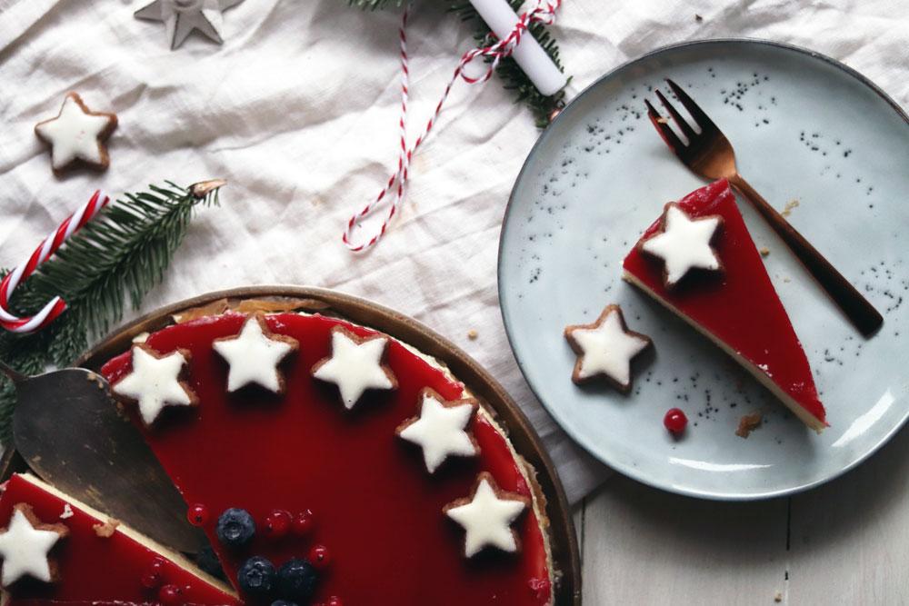 Einfaches Cheesecake Rezept. Backe meinen Cheesecake mit Frischkäse und Fruchtspiegel nach. Ideal als Weihnachtskuchen. Rezept jetzt anschauen.
