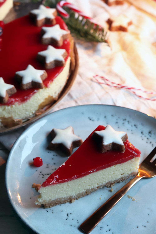 Weihnachtskuchen: Cheesecake mit Spekulatiusboden.Einfaches Cheesecake Rezept. Backe meinen Cheesecake mit Frischkäse und Fruchtspiegel nach. Ideal als Weihnachtskuchen. Rezept jetzt anschauen.