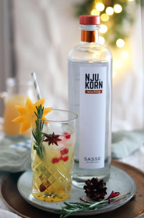 Rezept Weihnachtsdrink: Weihnachtscocktail mit Zimt, Apfel und Birne. #korn #cocktail #weihnachtscocktail #drink Werbung mit Feinbrennerei Sasse