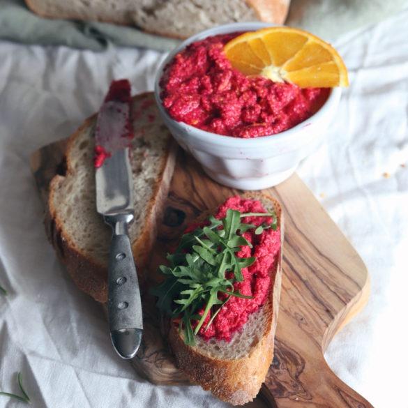 Rezept Rote Beete Aufstrich. Pimp dein Frühstücksbuffet und Brunchbuffet mit leckerem Rote Beete Aufstrich. Rote Beete Rezept jetzt testen.