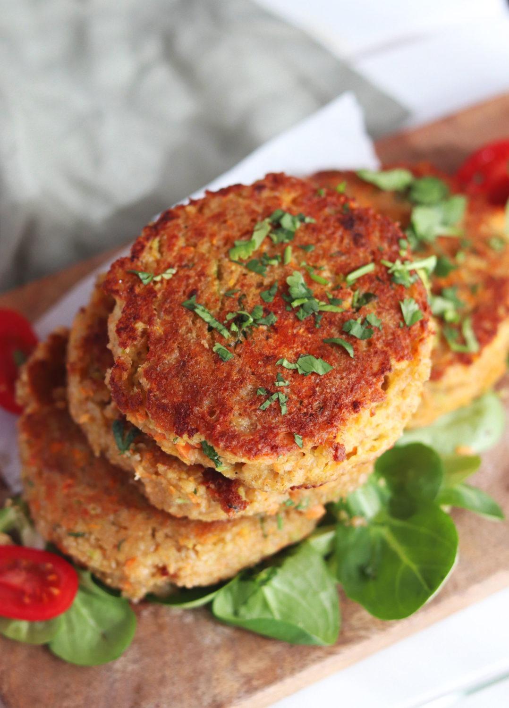 Rezept saftige Grünkernbratlinge. Ein einfaches Rezept mit Grünkern ideales vegetarisches Rezept für Burger. Rezept Bratlinge aus Grünkern. Vegetarische Burger Patties. Badisches Grünkernrezept Jetzt testen.#grünkern #vegetarisch #bratlinge