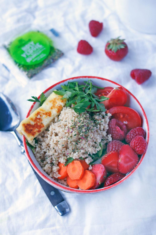 Vegetarische Buddha Bowl Ideen. Gesundes Mittagessen im Bpro. Lunch Rezept für die Mittagspause mit Sonnentor.