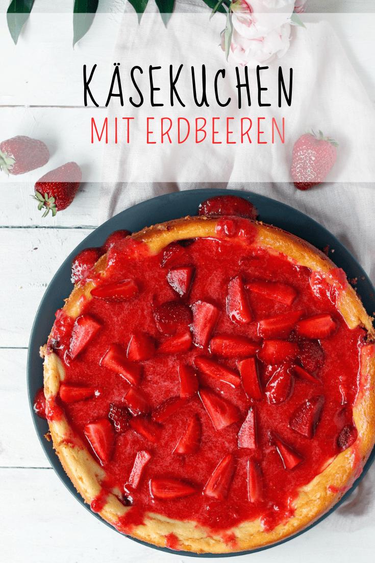 Leckere Käsekuchen mit Erdbeeren. Käsekuchen mit Keksboden und Erdbeersoße. Erdbeerkuchen Rezepte. Cheesecake mit Erdbeeren #erdbeeren #erdbeerrezepte