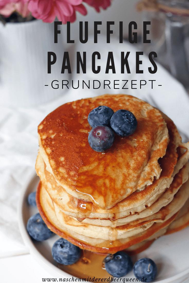 Rezept Blaubeerpfannkuchen. Grundrezept Pancakes. Pancakes mit Blaubeeren und anderen Früchten. Fluffige Pfannkuchen mit Honig. #frühstücksrezept #pancakes #blaubeerpfannkuchen