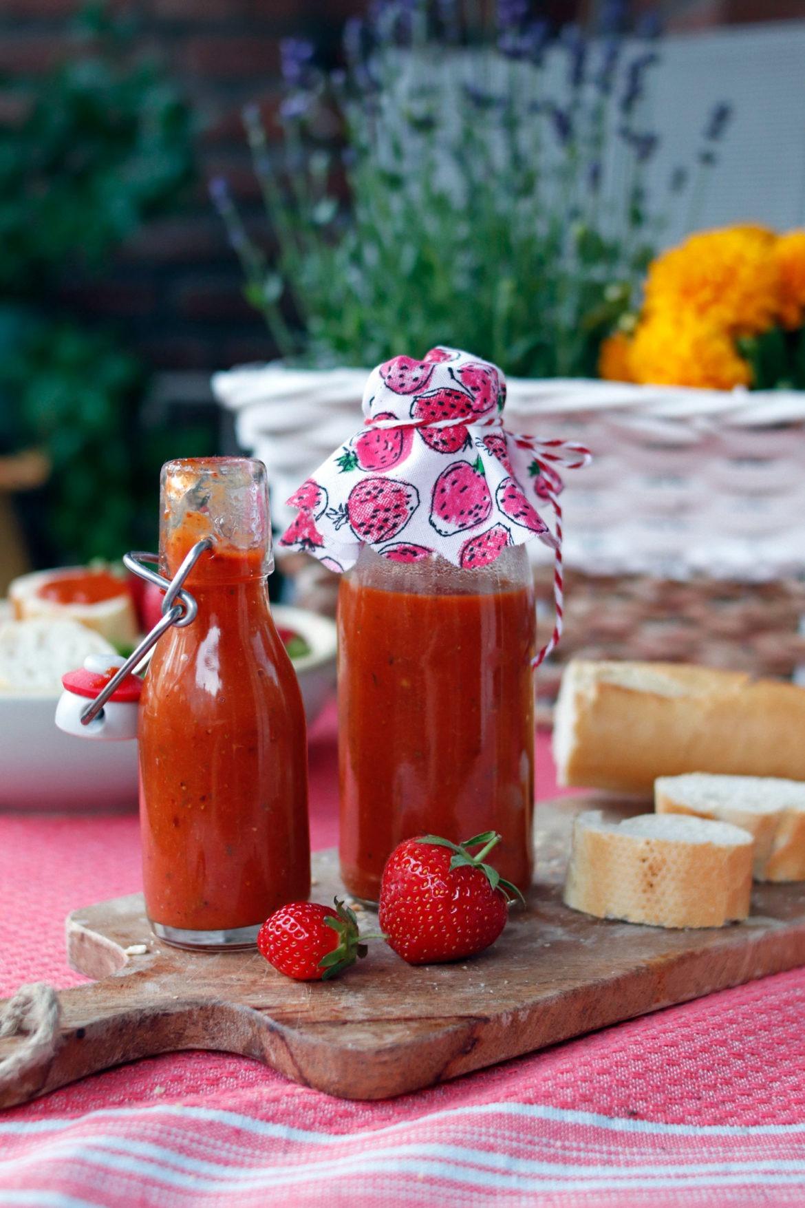 Selbst gemachter Ketchup aus Erdbeeren. Erdbeerketchup selber machen. #erdbeerrezepte #einmachen #erdbeeren #ketchup