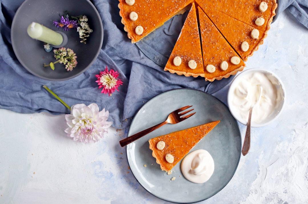 Kürbiskuchen backen: Rezept Pumkin Pie saftiger Kürbiskuchen mit Zimt und Mürbteig. Der perfekte Kürbiskuchen für die Kürbissaison.