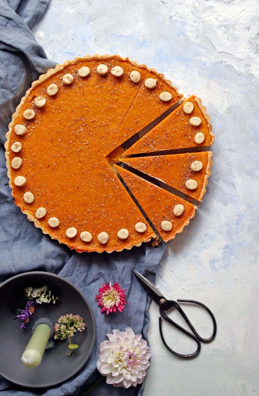 Rezept Pumkin Pie saftiger Kürbiskuchen mit Zimt und Mürbteig. Der perfekte Kürbiskuchen für die Kürbissaison. #kürbisrezept #pumpkinpie #kürbis #kürbiskuchen