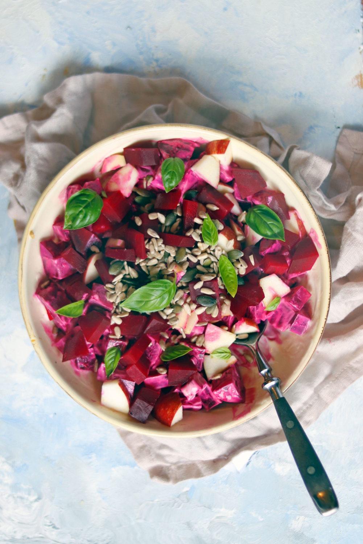 Rezept Rote Bete Salat mit Äpfeln. Rote Bete Rezept Salat mit gekochter Rote Beete.