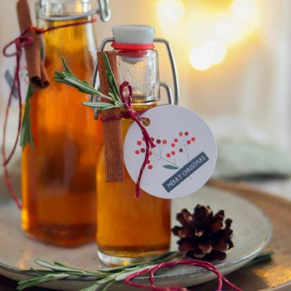 Sirup selber machen: Geschenk aus der Küche selbstgemachter Zimtsirup. Der perfekte Sirup für Weihnachten als Geschenk. #zimtrezept #weihnachten #geschenkausderküche