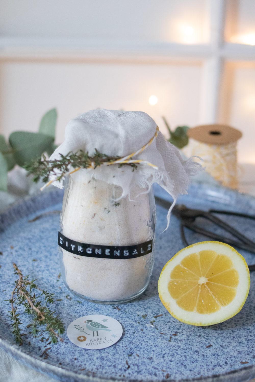 Zitronensalz selber machen. Ein tolles Geschenk aus der Küche. Eine Anleitung wie du Kräutersalz selber machen kannst. Ein perfektes Last Minute Weihnachtsgeschenk #geschenkausderküche #gewürzsalz #salz #weihnachtsideen
