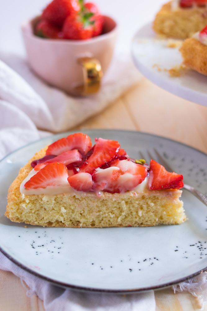 Erdbeerkuchen mit Pudding. Der beste Tortenboden für Erdbeeren