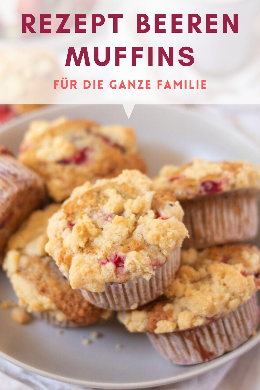Rezept Beeren Streusel Muffins. Einfache Beeren Muffins mit Erdbeeren, Himbeeren, Johannisbeeren oder anderen Beeren deiner Wahl.