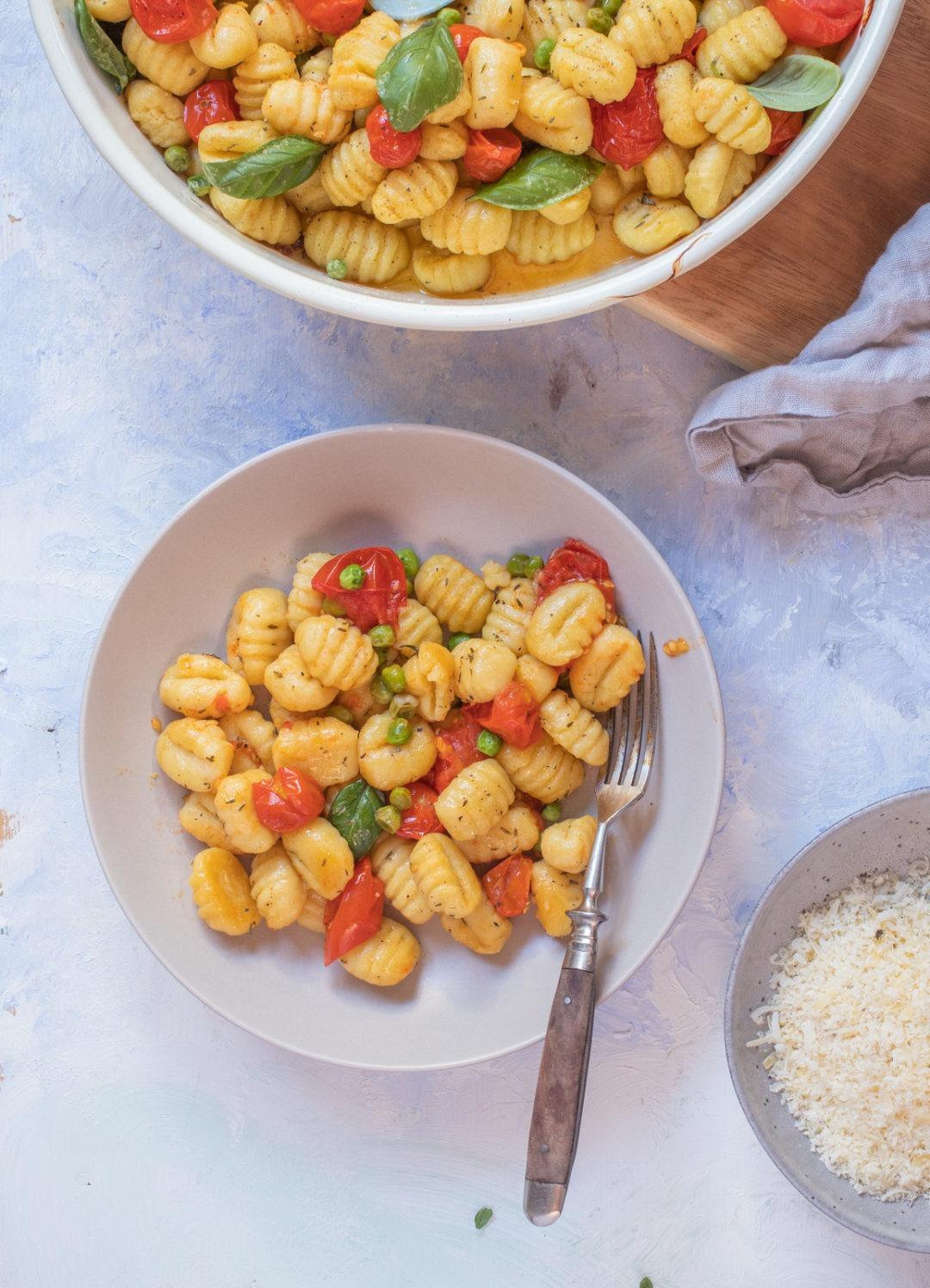 Rezept für Pasta mit Gnocchi und Tomaten. Schnelles Nudelrezept Gnochi aus dem Ofen. Vegetarisches Gnocchi Rezept.