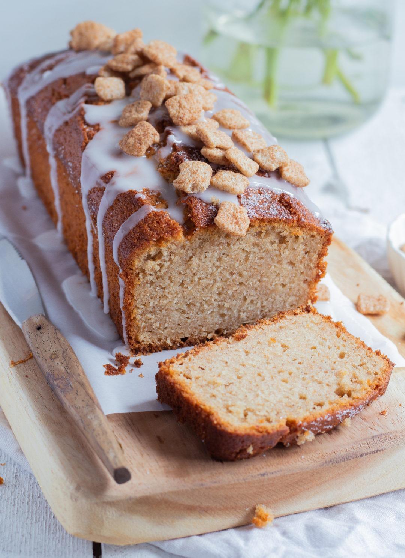 Einfacher veganer Kuchen. Rezept für einen einfachen veganen Kuchen in der Kastenform mit Zimt und Apfemus.