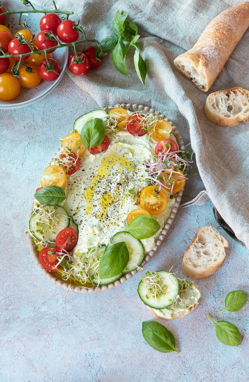 Basilikumdip ein einfacher Dip für Gemüse und für Ofenkartoffeln